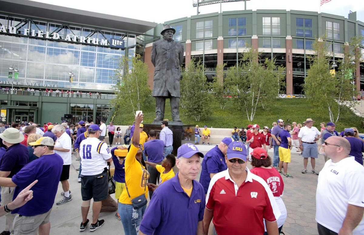 UW and LSU at Lambeau