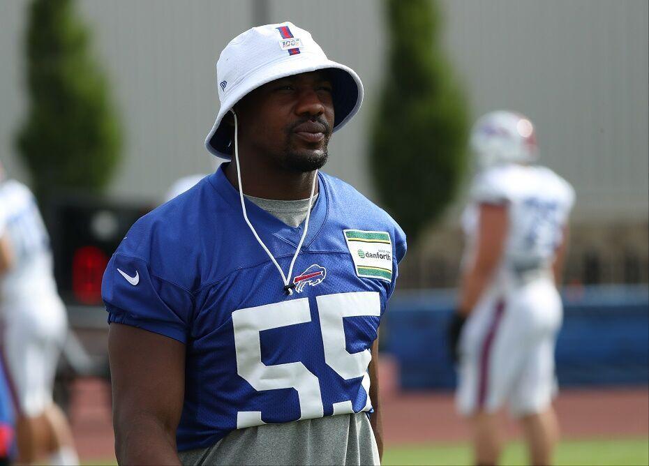 Bills defensive end Jerry Hughes