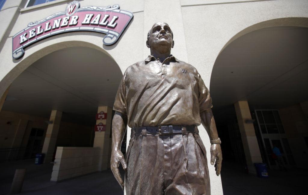 Alvarez statue
