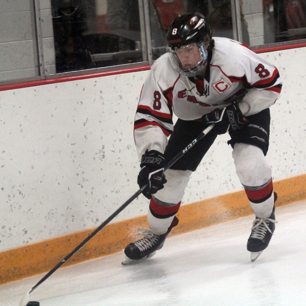 WIAA boys hockey photo: Sauk Prairie junior Riley Jelinek