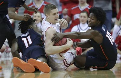 Madison Women Fighting Back By Taking >> Team Effort Propels Wisconsin Badgers To 64 58 Win Over Illinois