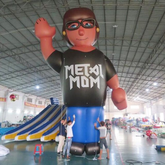 Metal Mom balloon