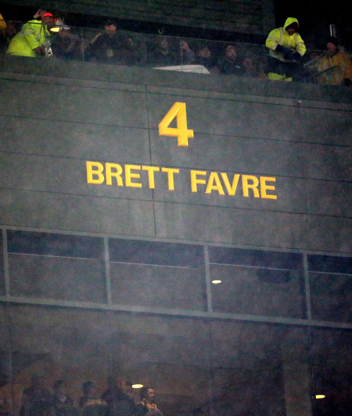 Packers: Fans rejoice as Brett Favre, Bart Starr return to Lambeau