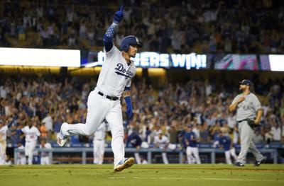 Yasmani Grandal with Dodgers, AP photo
