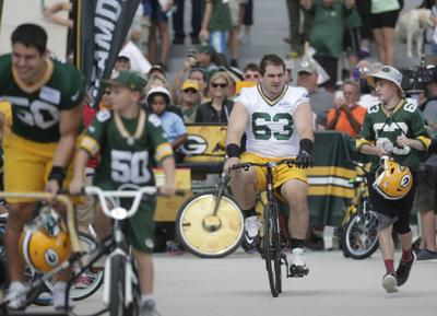 Packers center Corey Linsley and his wife plan benefit for bike kid's ill father