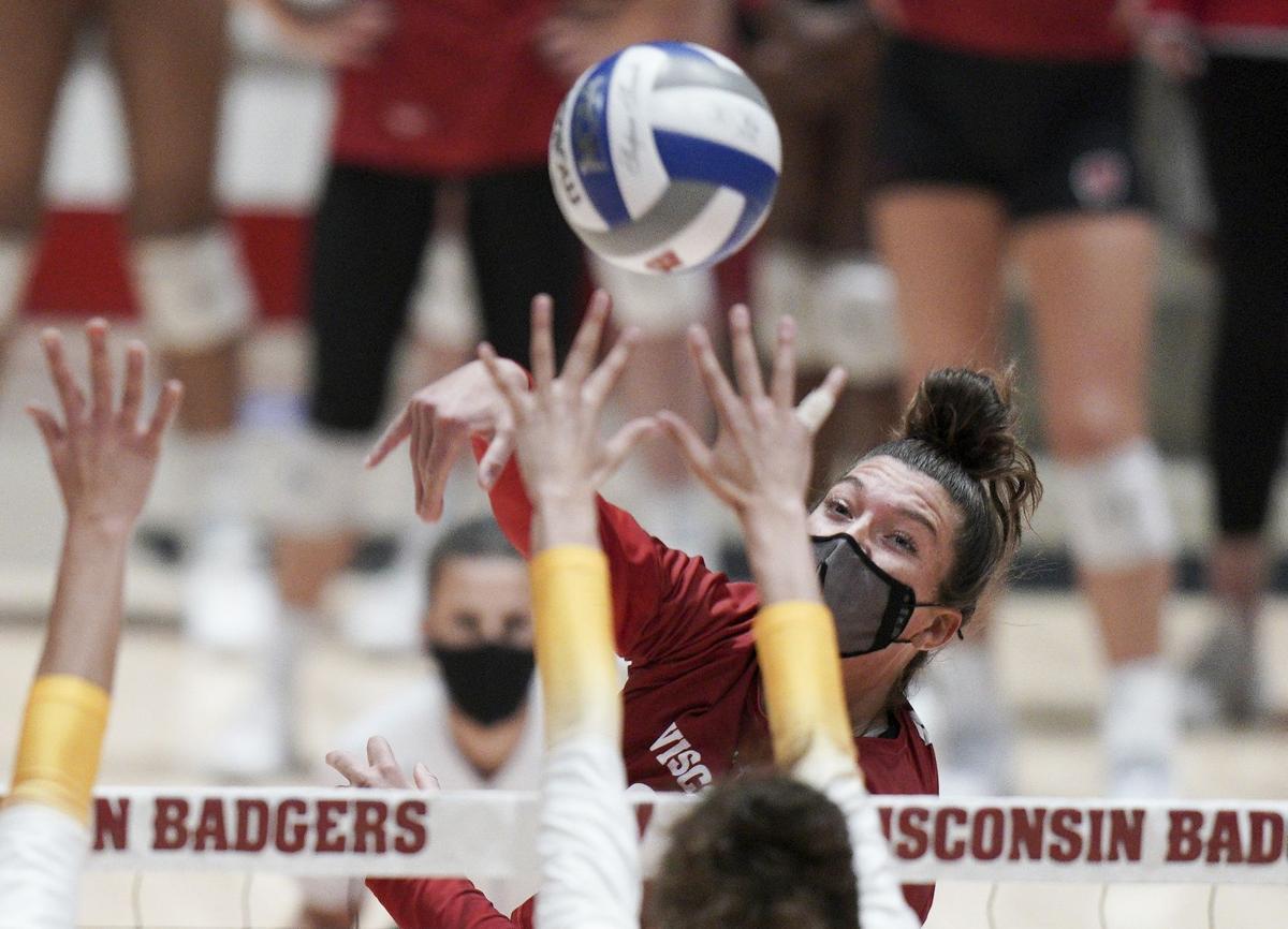 UW volleyball photo 4-4