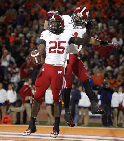 a8e88f297 Badgers football  Fast start triggers an easy night as UW outscores ...