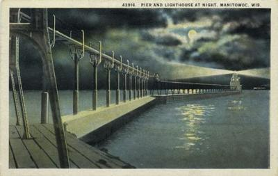 Manitowoc pier and lighthouse