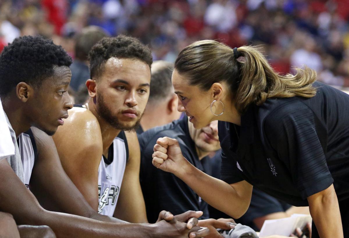 Becky Hammon coaching, AP photo 2015