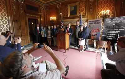 Democrats call for constitutional amendment protecting open government