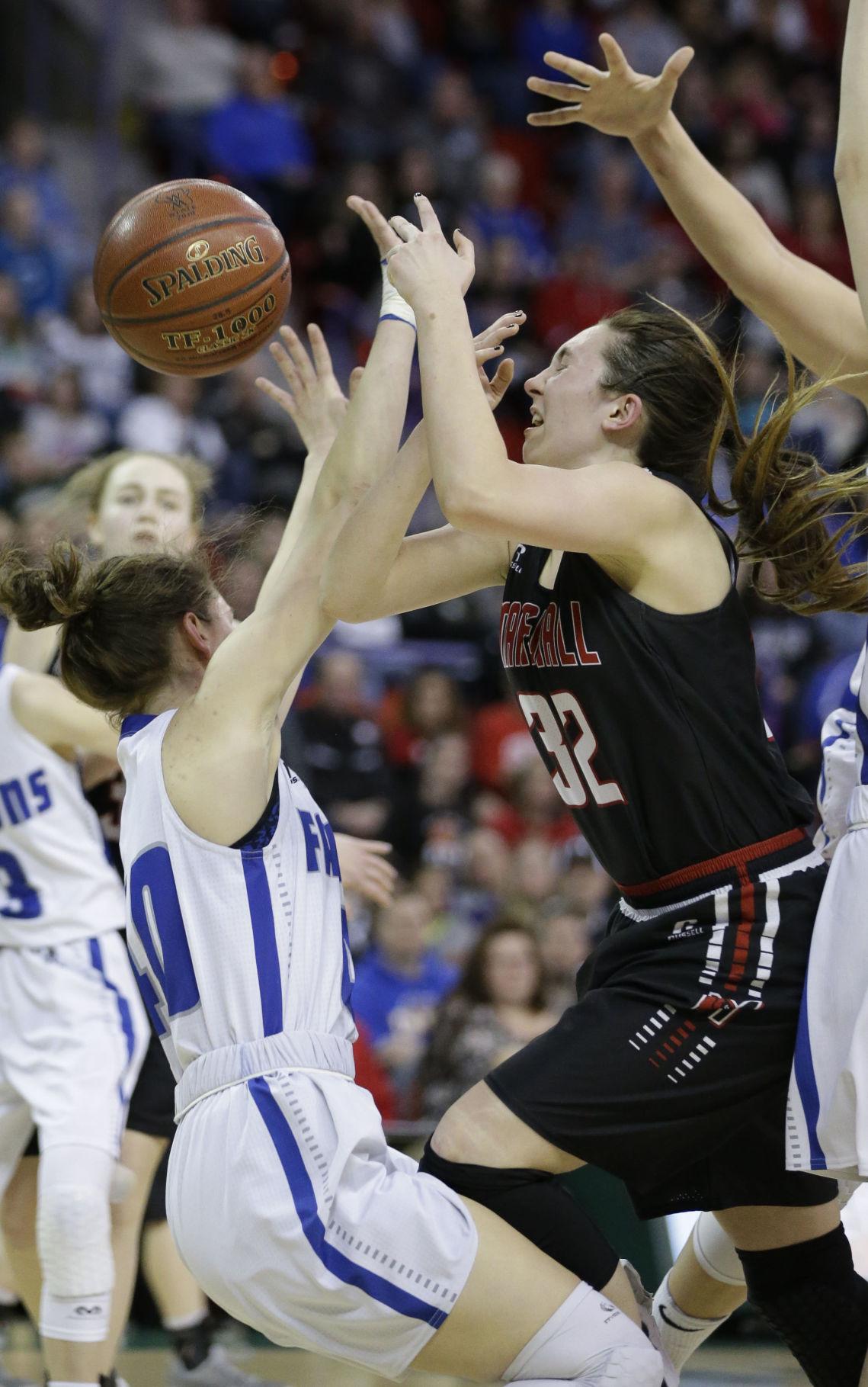 Prep girls basketball photo: Marshall's Laura Nickel