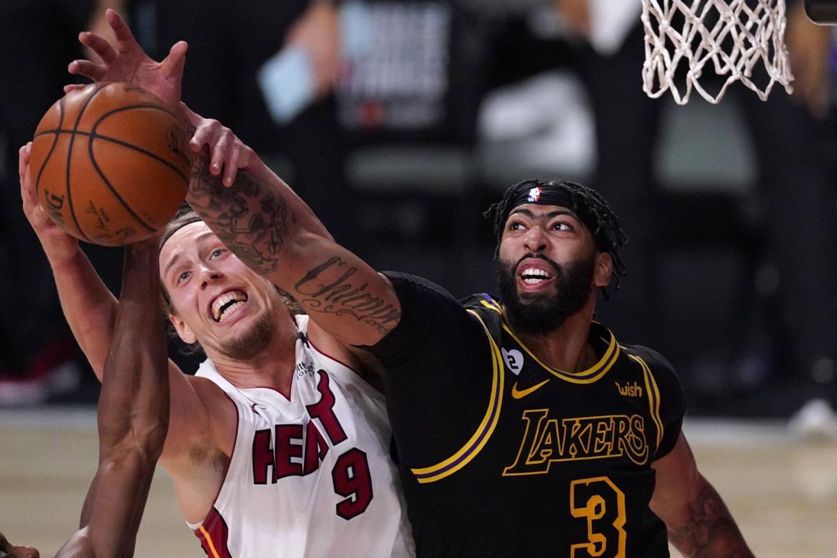 Lakers-Heat jump photo 10-3