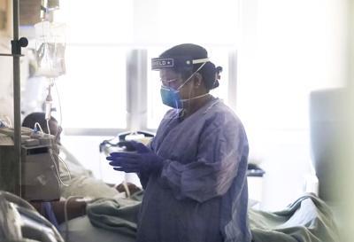 Nurse with patient (copy)