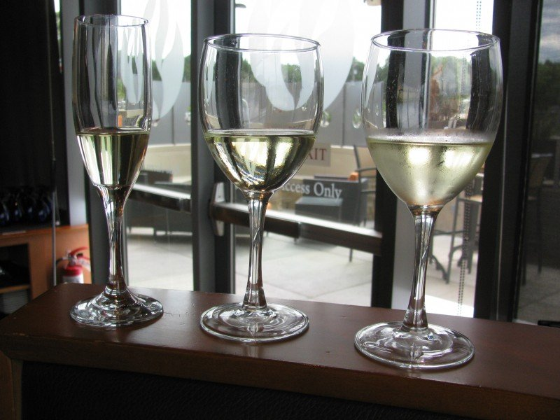 Bonfyre American Grille: White wines