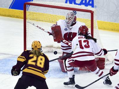Wisconsin Badgers Women S Hockey Team Opens Title Defense On Road In