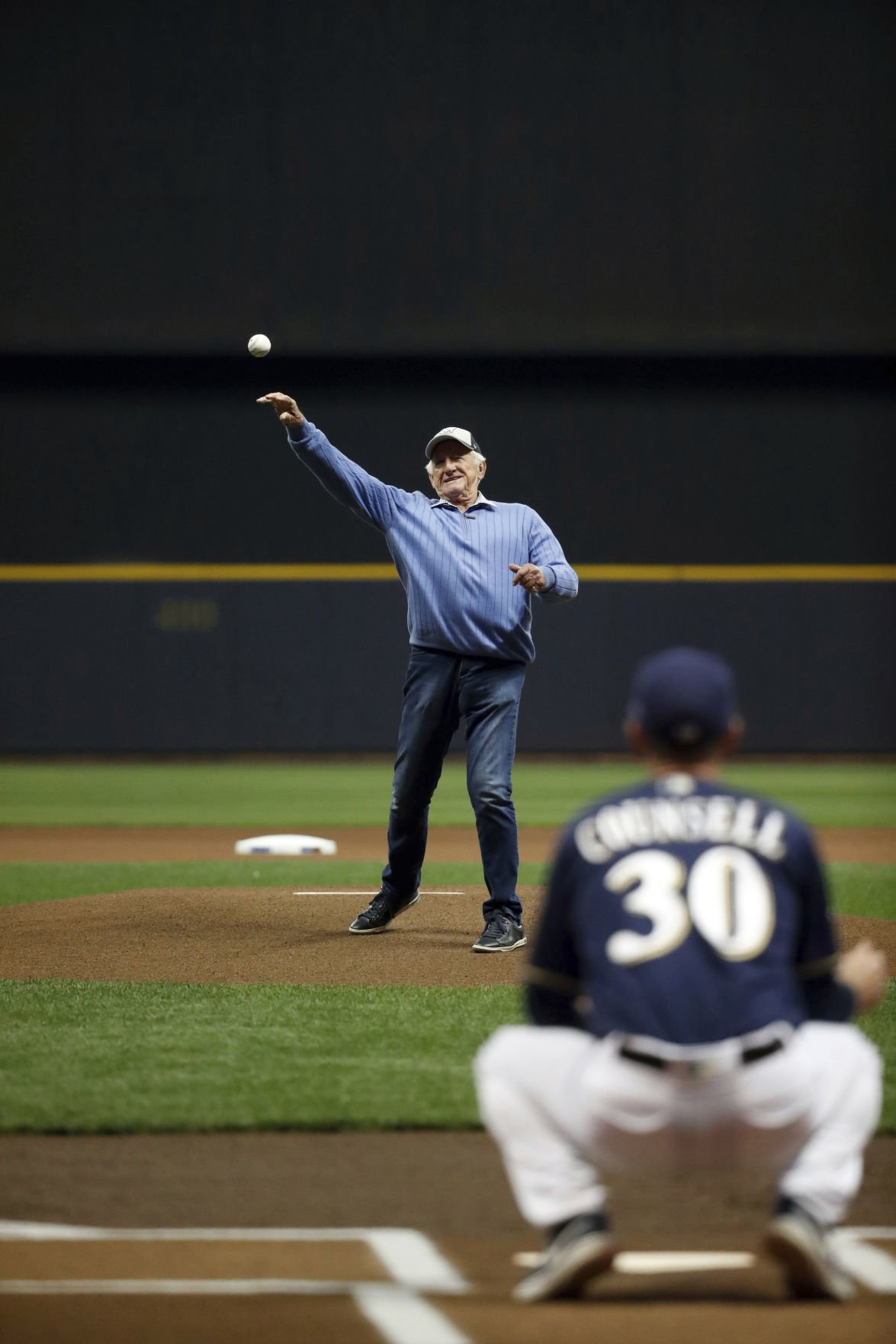 Brewers tap Wade Miley to start against Dodgers in Game 2 of
