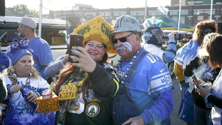 Week In Photos: Packers, UW Volleyball, Harry Houdini and more