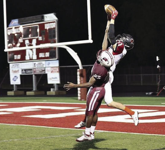 Sun Prairie's Cooper Nelson stretches and catches