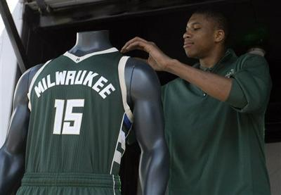 Giannis Antetokounmpo, Bucks new uniforms, AP photo