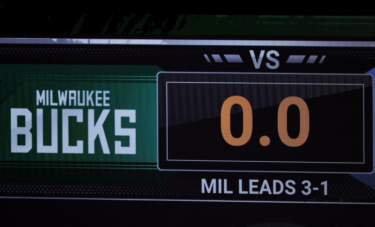 Bucks scoreboard photo