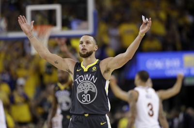 17a1786a6 Stephen Curry dazzles from deep as Warriors rout Cavs
