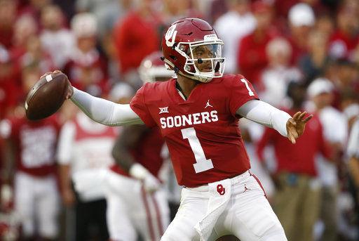 Oklahoma Kyler Murray passes, AP photo