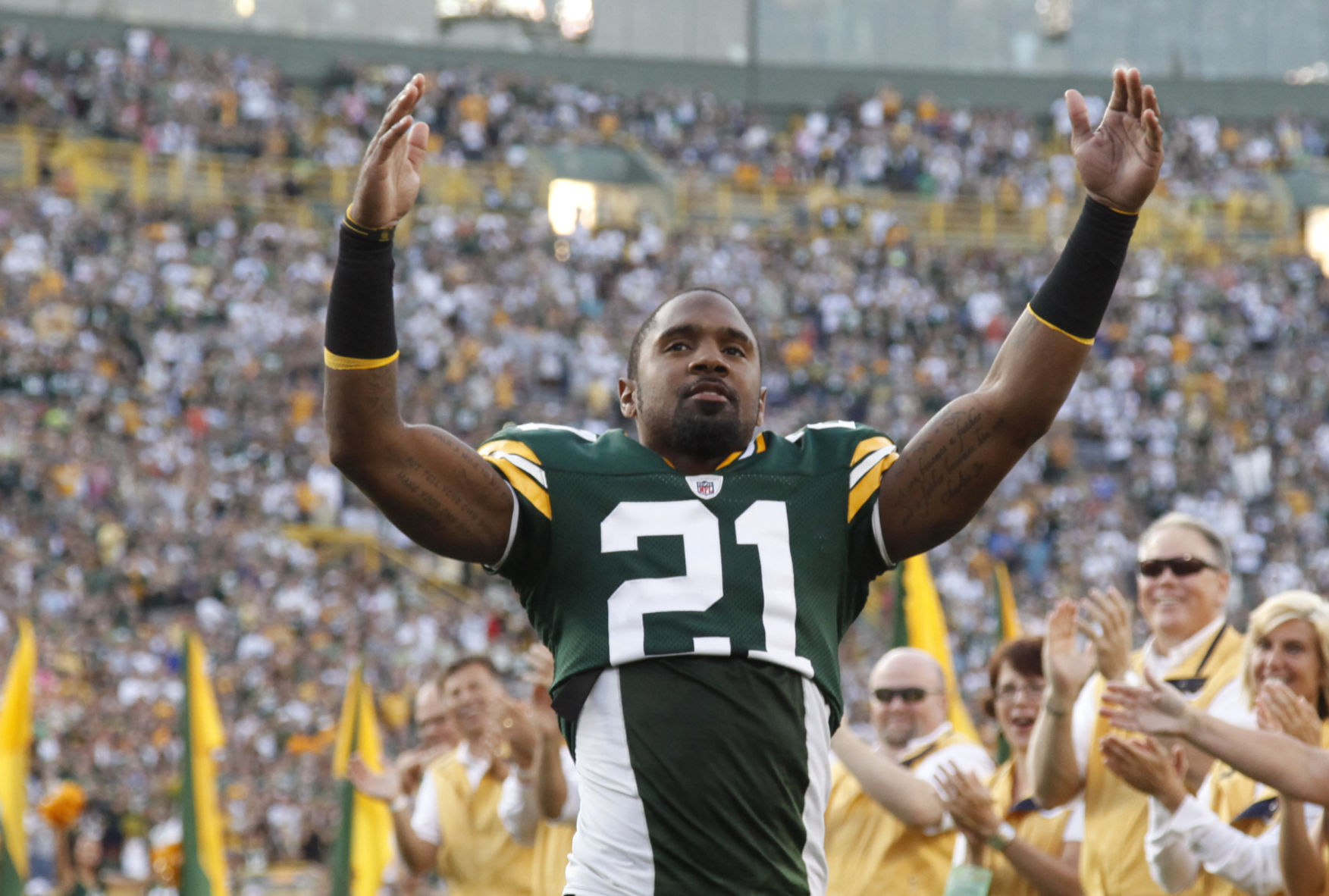 Former Packers star Charles Woodson gets his Hall of Fame pass ...
