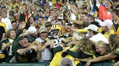 Packers at 100 | Tom Oates: Despite all that divides Wisconsin, Packers bring us together