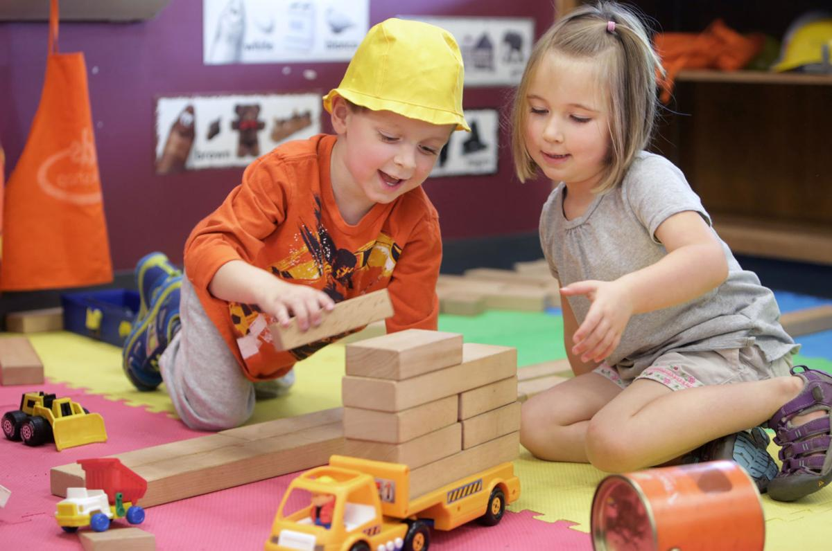 Kids playing with blocks (copy)