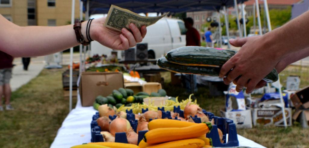 South Madison Farmers Market Has New >> Campus Farmers Market To Take Place Thursdays Through October