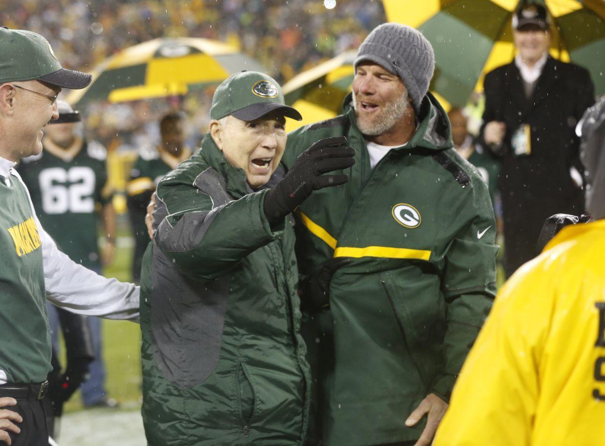 Brett Favre smiles with Bart Starr, AP photo
