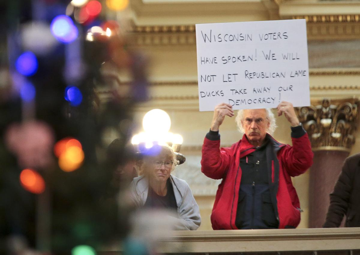 Protesters challenge Scott Walker during Christmas Tree ceremony