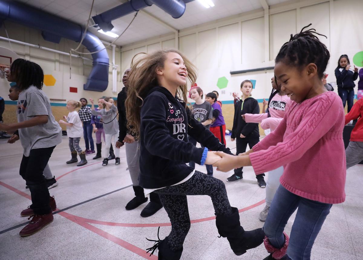 041419-wsj-news-community-schools1