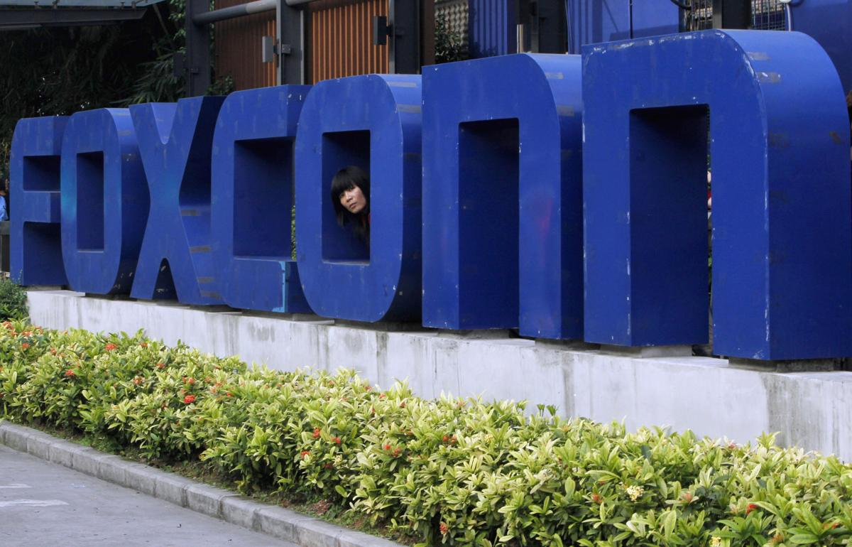 Trump: Foxconn CEO confided plant deal could swell to $30B (copy)