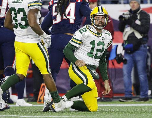 Aaron Rodgers on knee, AP photo