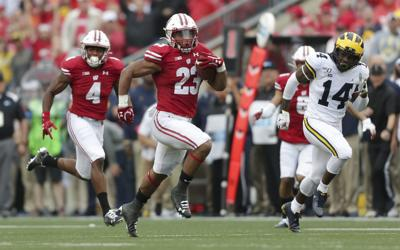Badgers offense doesn't miss a beat when Jonathan Taylor makes rare stop in medical tent