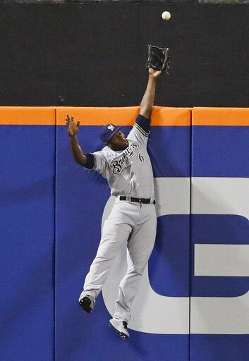 Lorenzo Cain steals homer, AP photo
