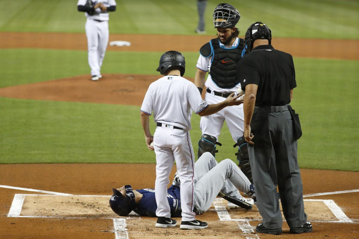 Christian Yelich fractures kneecap, AP photo