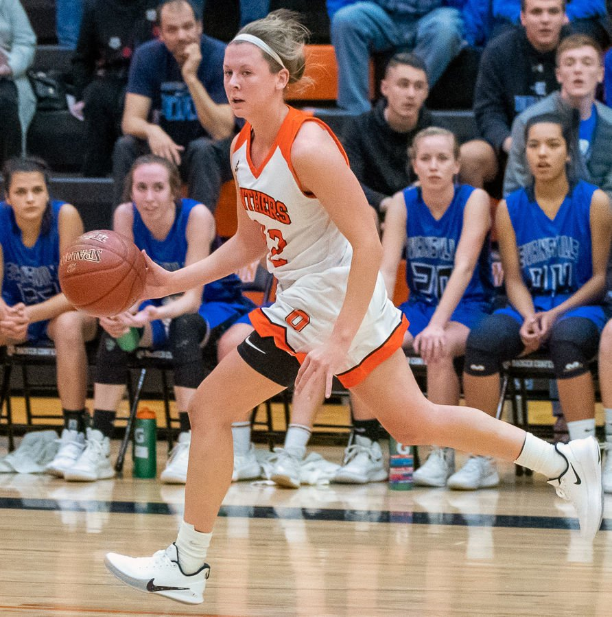 Prep girls basketball photo: Oregon's Liz Uhl drives