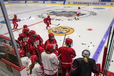 Badgers practice at Frozen Four photo
