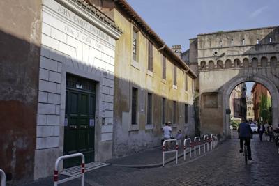 Beau Solomon, AP photo of Italian street (copy)