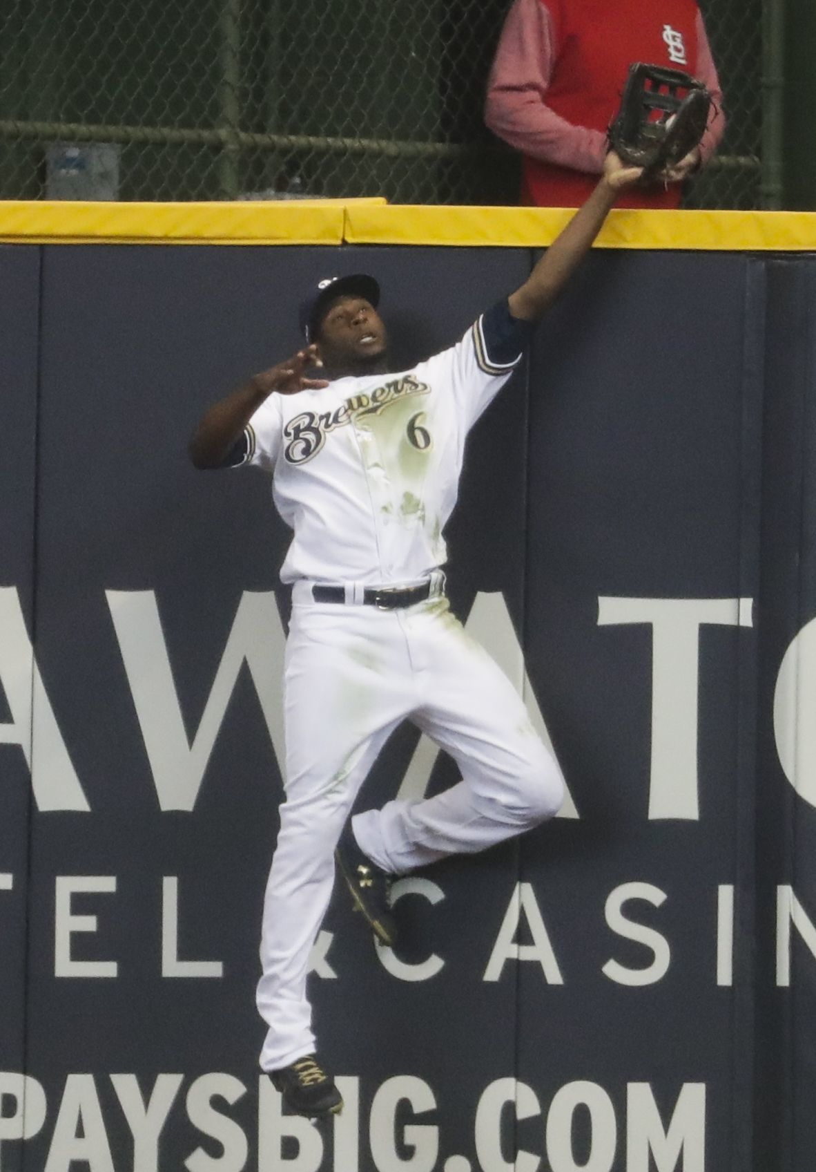 3c5a66db769 Not today   Lorenzo Cain s catch at the wall saves Brewers  Opening ...