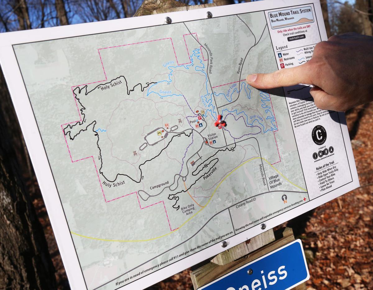 112218-wsj-news-trail-sign