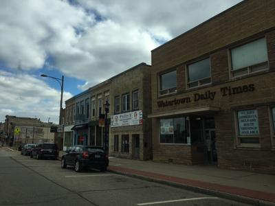 Family-owned area daily and weekly newspapers sold to