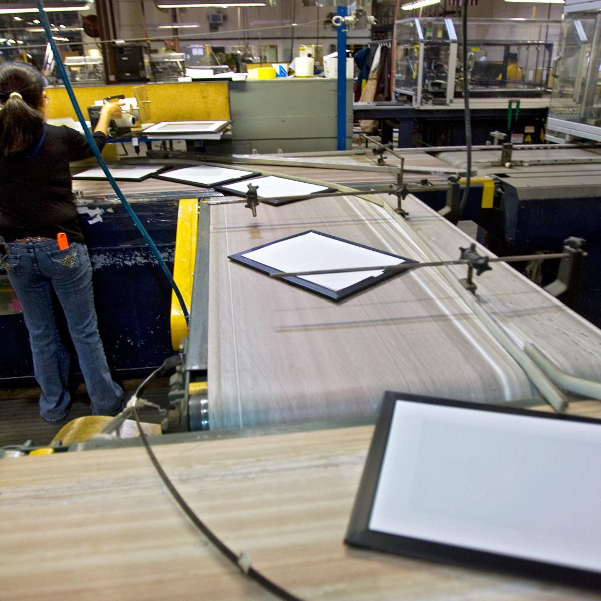 Uniek in Waunakee announces job cuts, ends its picture frame