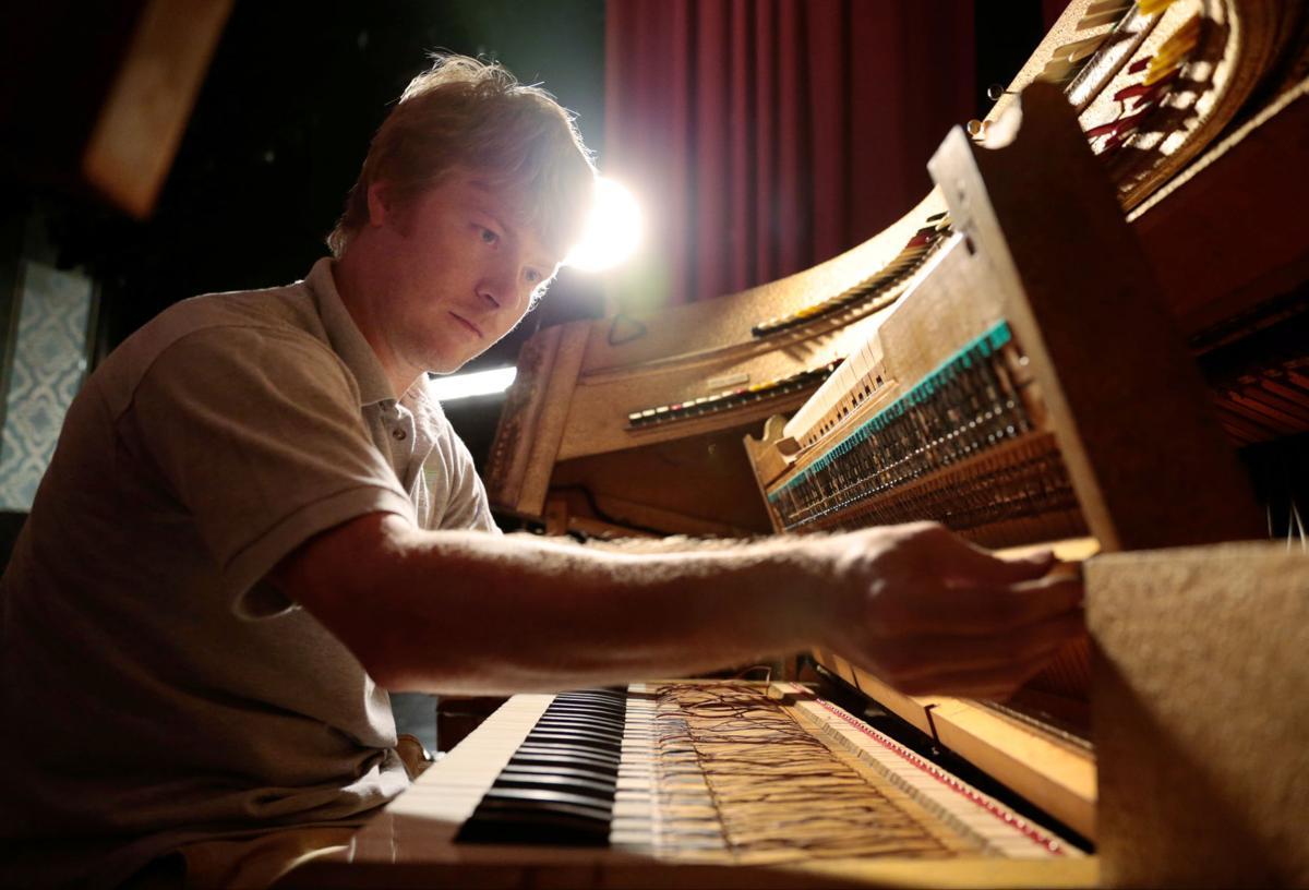 Glenn Tallar at the Grand Barton organ