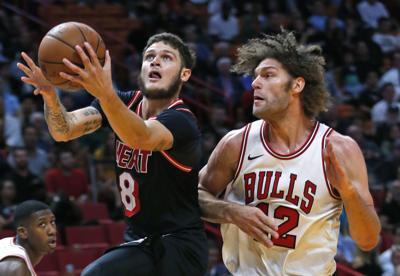 Robin Lopez with Bulls 2017, AP photo