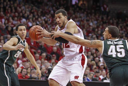 Scott Walker picks Badgers over Spartans in NCAA finals