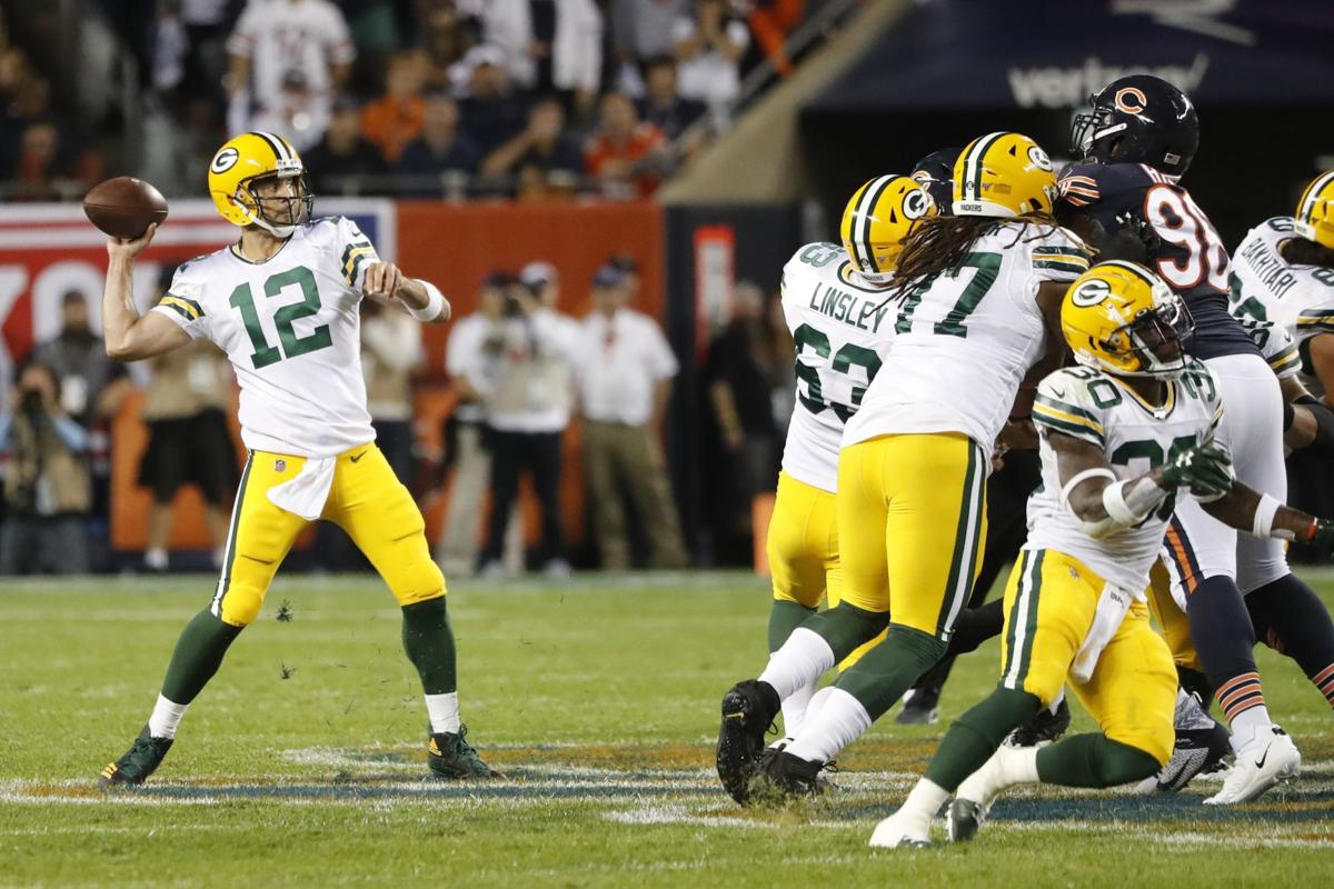 Aaron Rodgers throws, AP photo