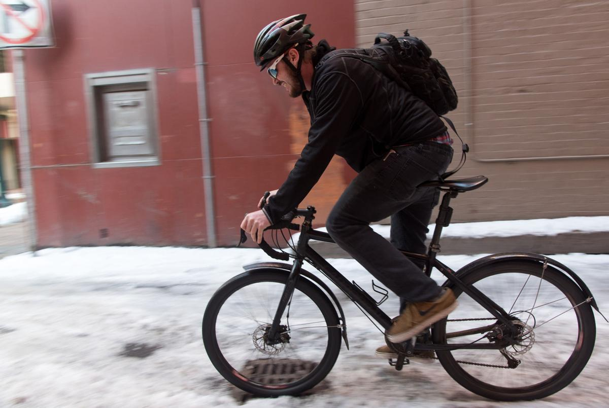 AV-TIPS-BIKING-WINTER-SR